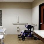 Handicap bath